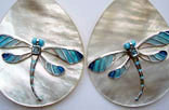 JE11. Earrings. Nacre with dragonflies of sterling silver, blue topazes and fired enamels.